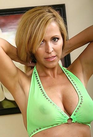 Moms Bikini Porn Pictures