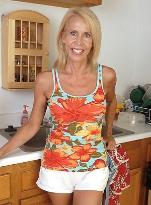 Moms Shorts Porn Pictures