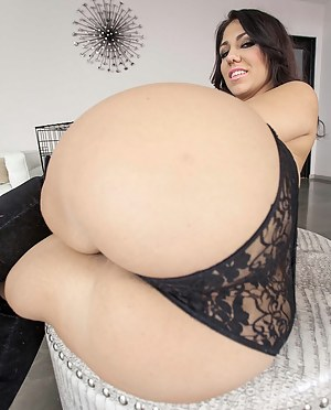 Bubble Butt Moms Porn Pictures
