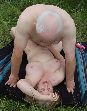 Moms Missionary Sex Porn Pictures