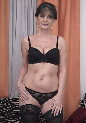 moms bra porn pics @ nude mom sex