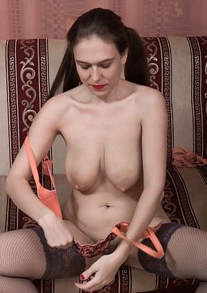 Big Natural Tits Moms Porn Pictures