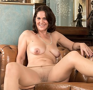 Pantyhose Moms Porn Pictures