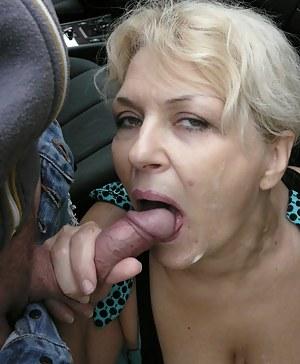 Giant dildo insertiond