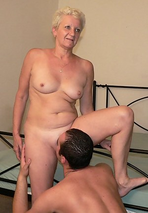 Mom pussy lick nude picture