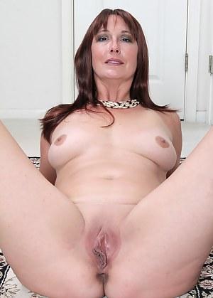 Girls pin up mom nude