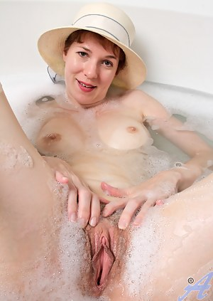 Moms Wet Pussy Porn Pictures